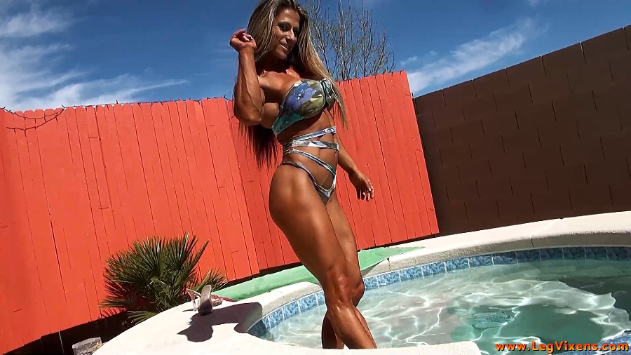 lvdl_0006_marias_hot_tub_thighs_www.scissorvixens.com-1