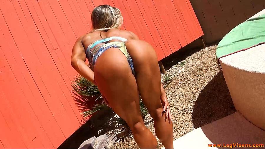 lvdl_0006_marias_hot_tub_thighs_www.scissorvixens.com-2