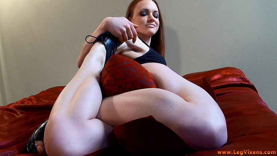lvdl_0008_serenitys_tease_and_squeeze_www.legvixens.com (4)