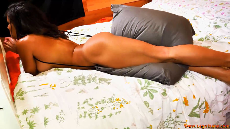 lvdl_0011_dont_you_wish_your_head_was_here_www.legvixens.com (4)